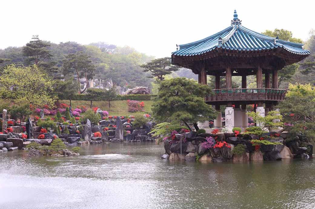 Wolmyeongdong Lake Pavilion