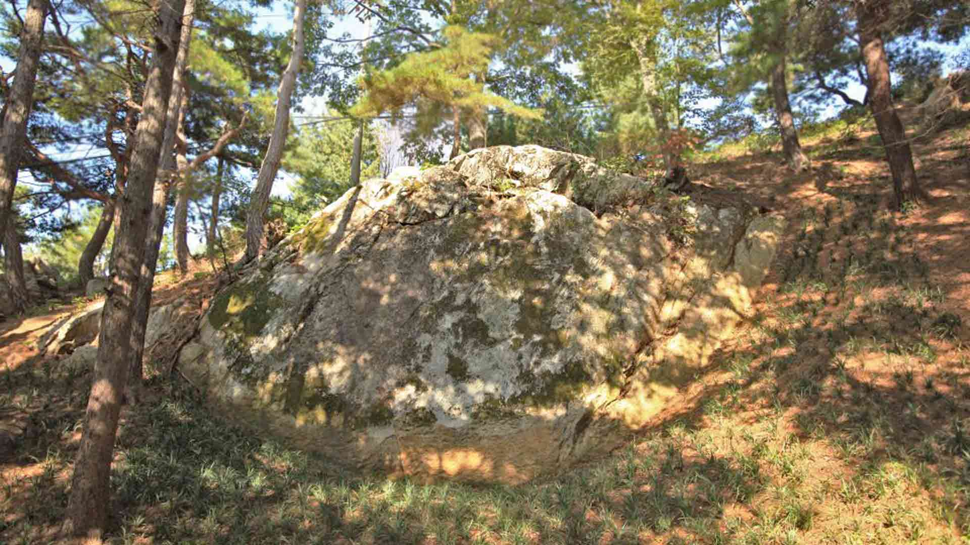 The Clam Boulder in Wolmyeongdong during Autumn